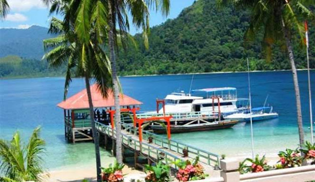 ialah salah kota terbesar di pantai barat Pulau Sumatera sekaligus ibukota Provinsi Suma MENJELAJAHI WISATA KOTA PADANG YANG EKSOTIS