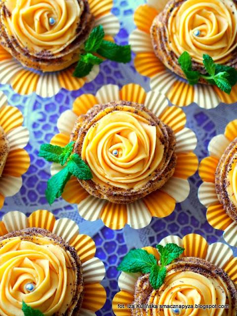 muffinki dyniowe z kakao i maślanym kremem, krem maślano dyniowy, jak zrobić krem maślany do babeczk, dynia, ciasto dyniowe, mufinki, babeczki zebry, puszyste babeczki, moje wypieki