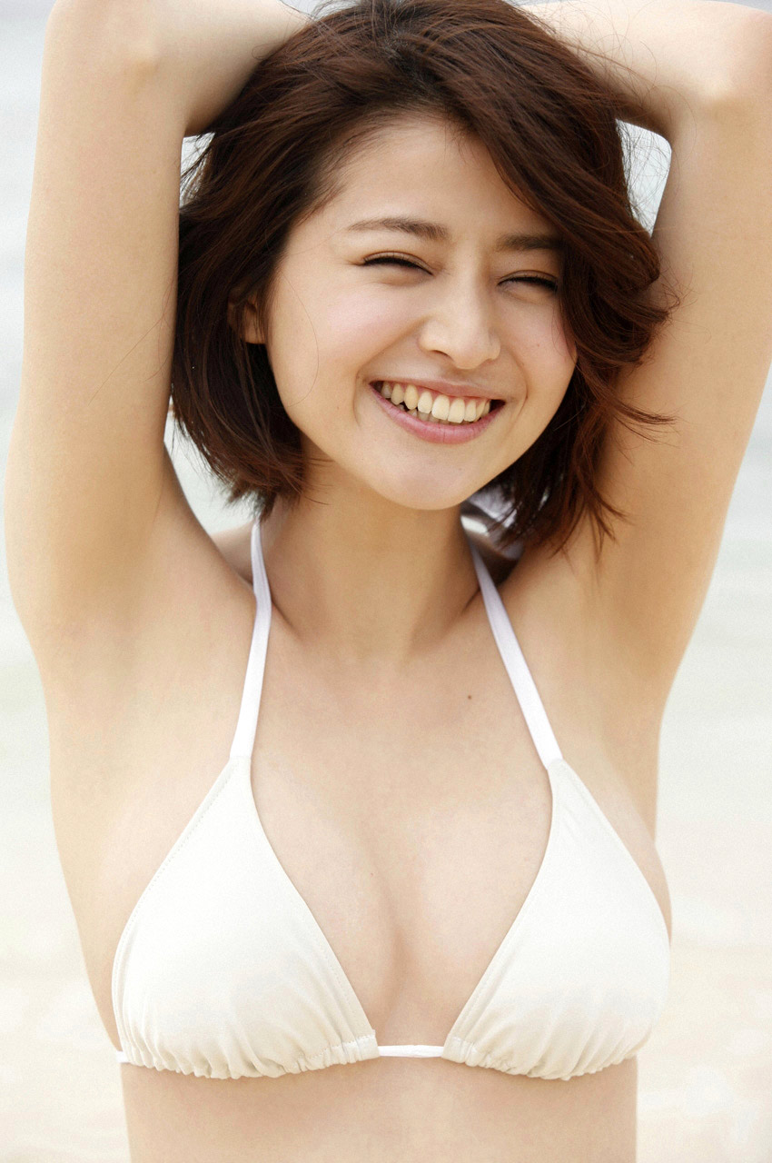 chinami suzuki sexy bikini pics 01