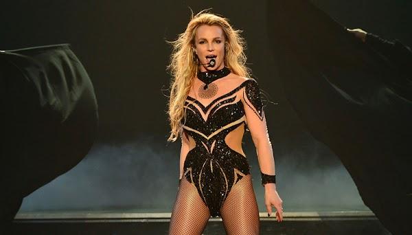 """Britney Spears é contemplada com o troféu """"Artist Saga"""" no Italian MTV Awards!"""