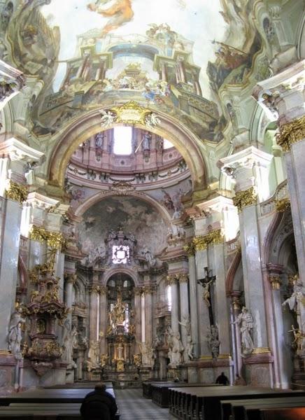 Interior de la Iglesia de Nicolás (Praga, República Checa)