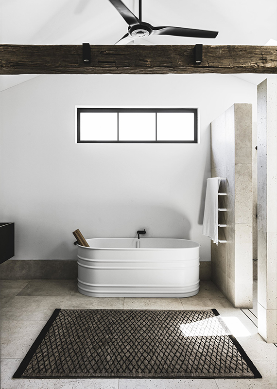 Eclectic bathroom design with freestanding bathtub. Design by Handelsmann & Khaw, photo by Felix Forest