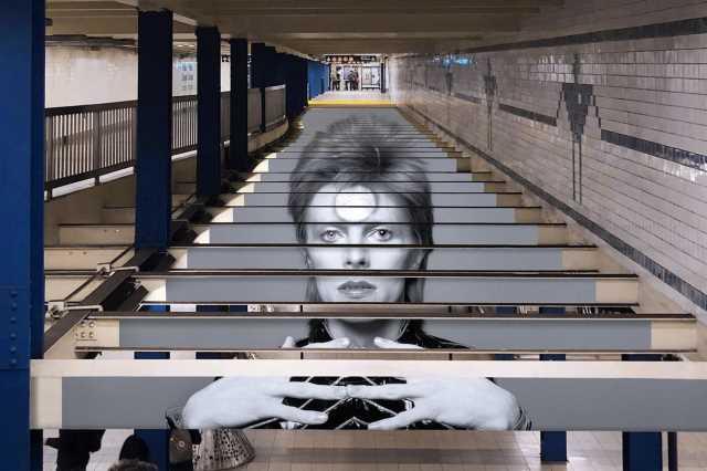 Ο David Bowie σε κάρτες μετρό στην Νέα Υόρκη