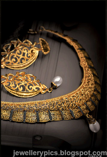 Intricate Gujarathi gold jewellery sets by Tanishq - Latest