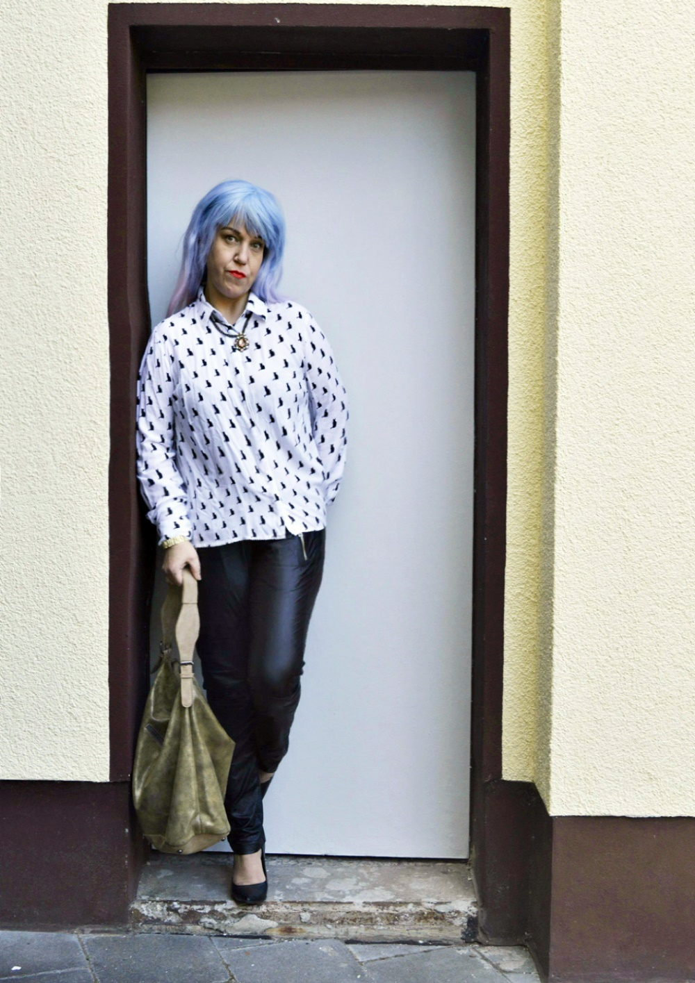 Autumn Streetstyle with Blouse & Retro adidas Blouson