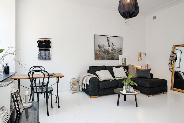 salón de un piso pequeño blanco-negro-dorado