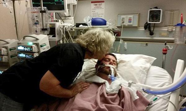 Perrita logra llegar al hospital para despedirse de su dueño… poco antes de ser desconectado
