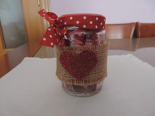 Decorando tarros reciclados para San Valentín