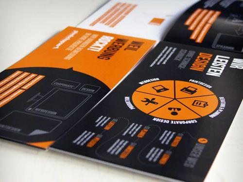 Desain brosur unik dan kreatif dengan warna minimal