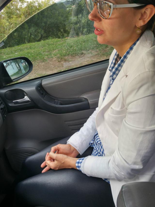 Legging de couro e blazer branco