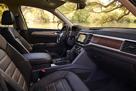 Interior view of 2018 Volkswagen Atlas SE