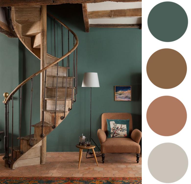 zgaszona zielona ściana i drewniane schody