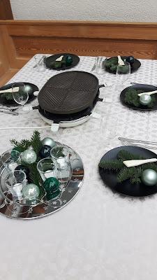 festlich gedeckter Tisch für Weihnachten