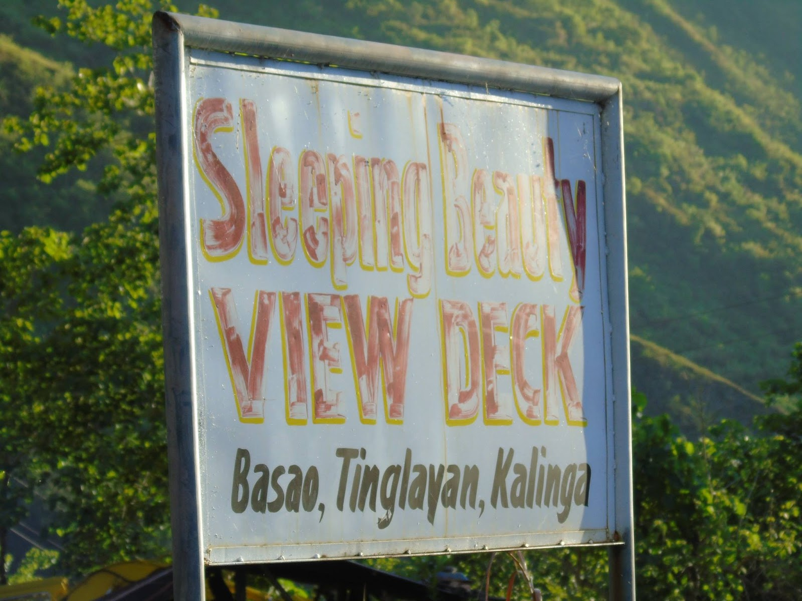On the way to Tinglayan village proper, you will see a spot where you can see Mount Mating-oy Dinayao in its full glory