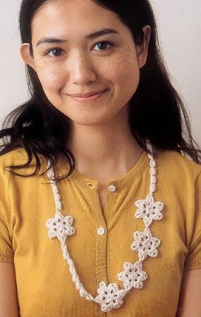 Collar con 5 flores de Crochet Patron