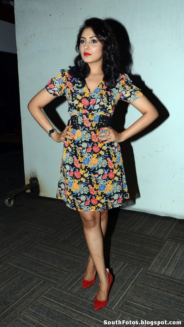 Madhu Shalini Sexy Pics