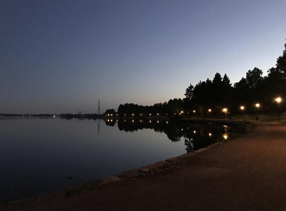 Kaupunkipyörällä auringonlaskusta auringonnousuun 13