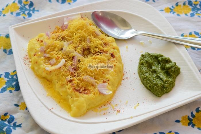 सुरति लोचो | Surti Locho | Gujarati Farsan Locho Recipe in Hindi - Priya R - Magic of Indian Rasoi