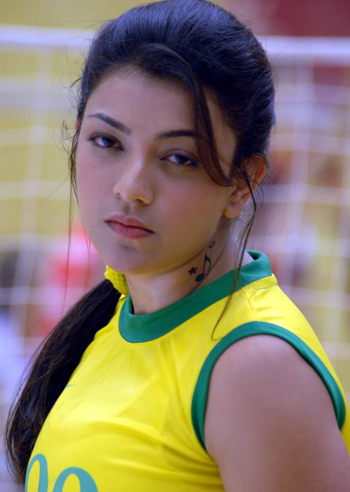 Tollywood Actress Kajal Agarwal Spicy Look Face Closeup In yellow Dress