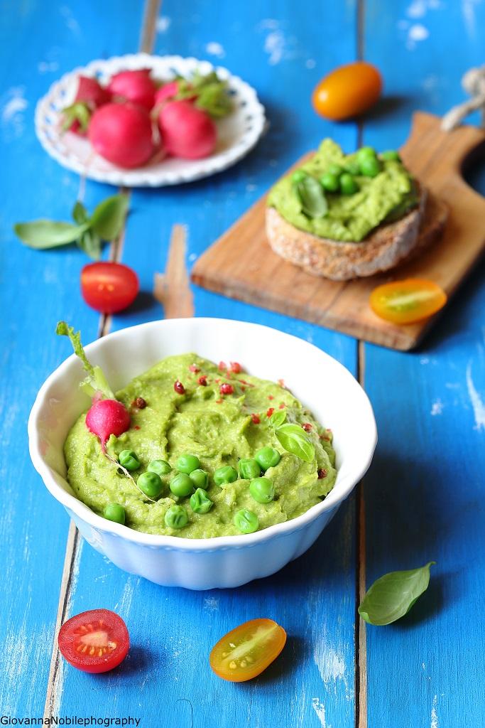 Hummus di piselli e nocciole