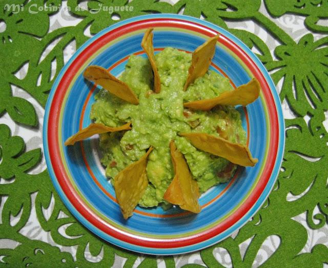 Guacamole con Totopos Caseros (Nachos)