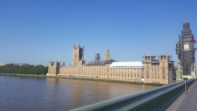 house of parliement et big ben en travaux par woodybeauty