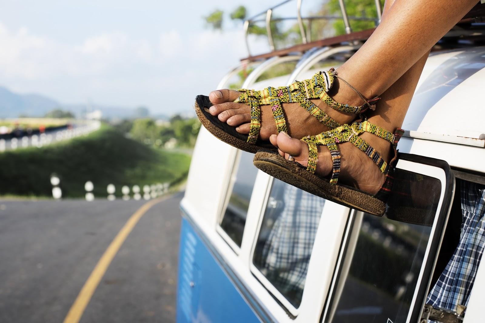 8 Jenis Sandal Wanita Terpopuler untuk Tampil Santai