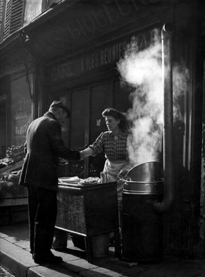 http://undr.tumblr.com/post/161532104077/sabine-weiss-marchande-de-frites-paris-1952