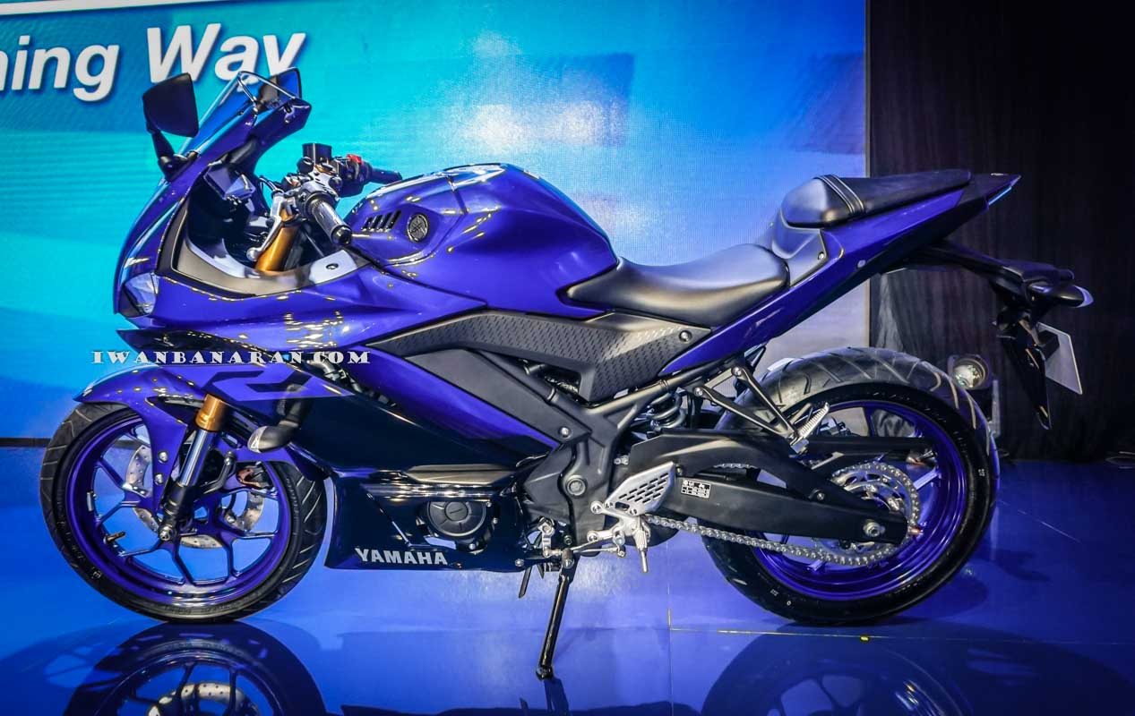 Yamaha Indonesia resmi merilis R25 Facelift 2018, speedometer baru plus suspensi Upside Down sob !
