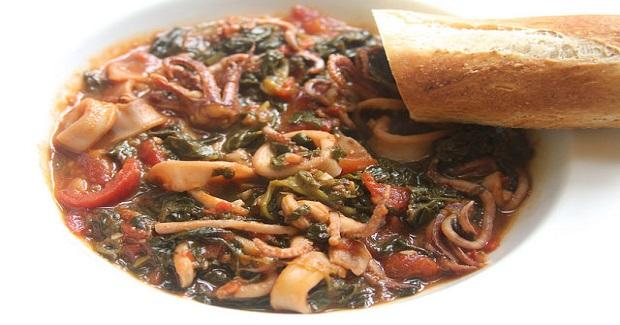 Calamari Braised With White Wine, Tomatoes & Spinach Recipe