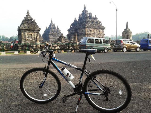 Beberapa moment sepeda di area candi (Plaosan, Banyunibo, dan sekitaran Borobudur)