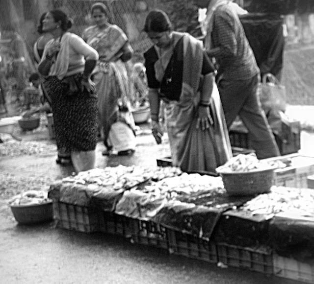 monochrome monday, black and white weekend, sassoon docks, fisherfolk, retailers, street, street photography, streetphoto,