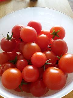 tomaatjes op het balkon