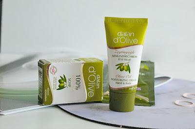 Vzoreček olivového krému na ruce, tuhého mýdla a kondicionéru.