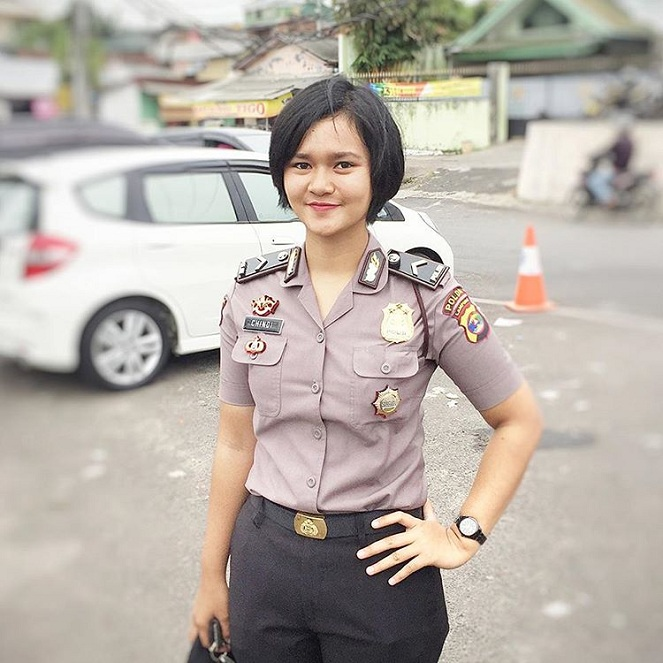 Polisi Wanita Tercantik : Kiddle.ID