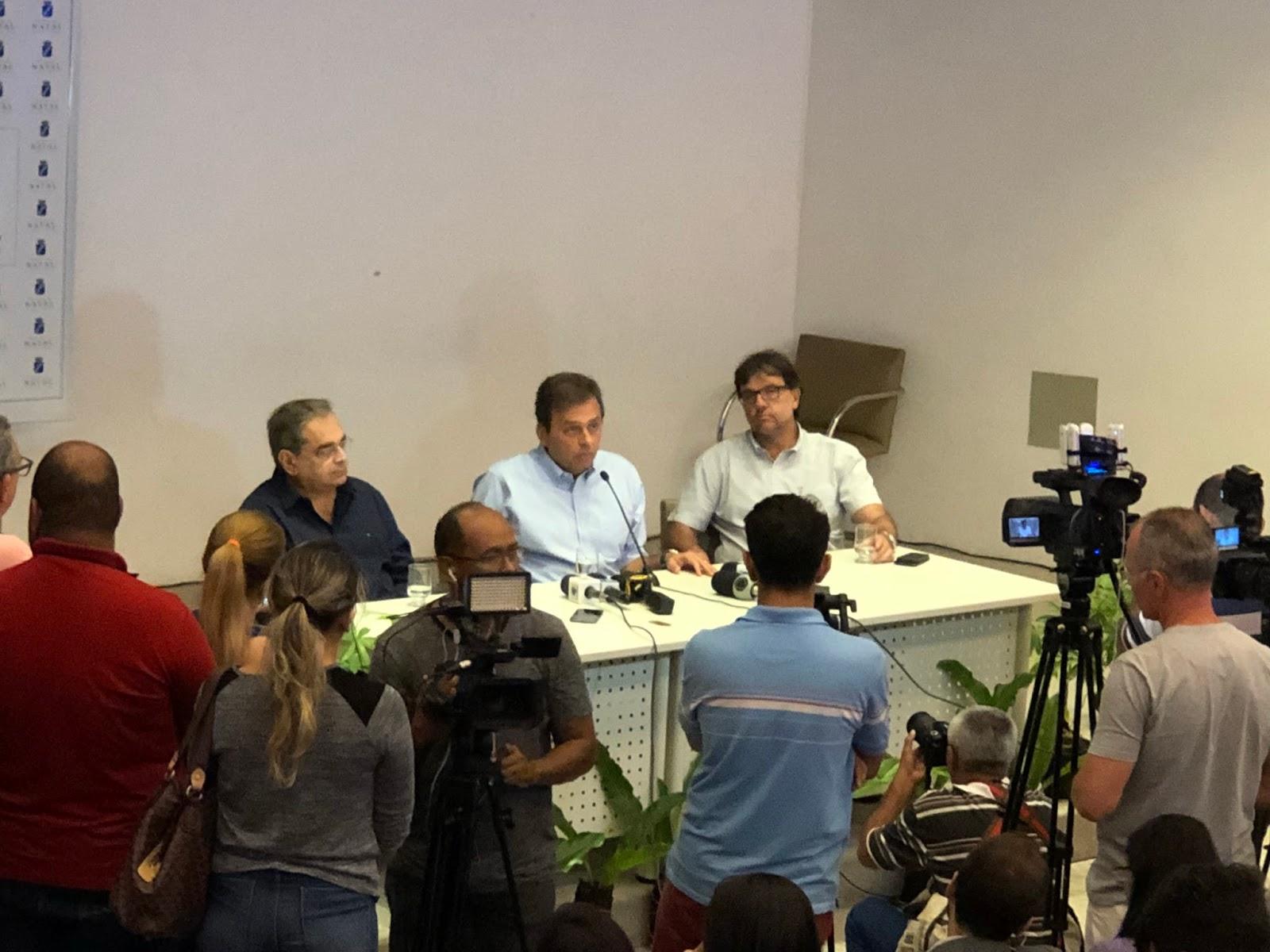 Resultado de imagem para Carlos Eduardo anuncia disputa ao governo e renuncia prefeitura
