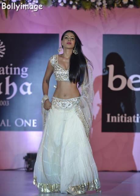 nia sharma hot navel show photo