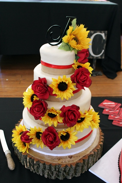wedding cakes with sunflowers and roses southern blue celebrations summer wedding sunflowers 26125
