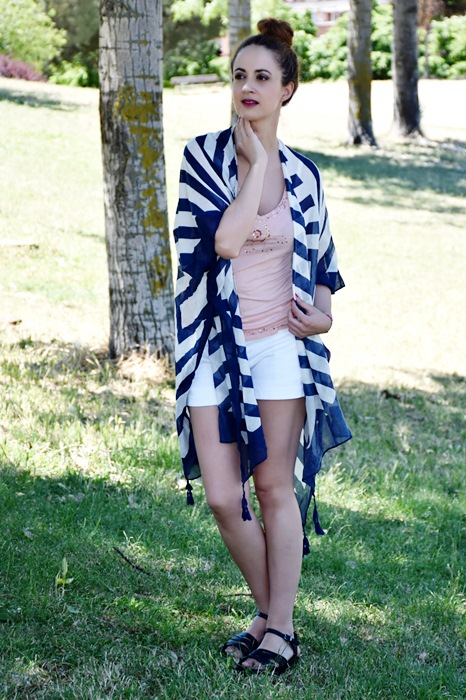 outfit-poncho-rayas-3