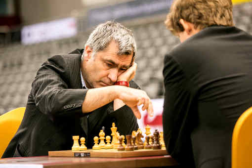 Vassily Ivanchuk bat le champion du monde d'échecs Magnus Carlsen dans la ronde 6 - Photo © Anastasiya Karlovich