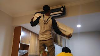 Warih Homestay : Proses Memasang Semula Penutup Air-Cond