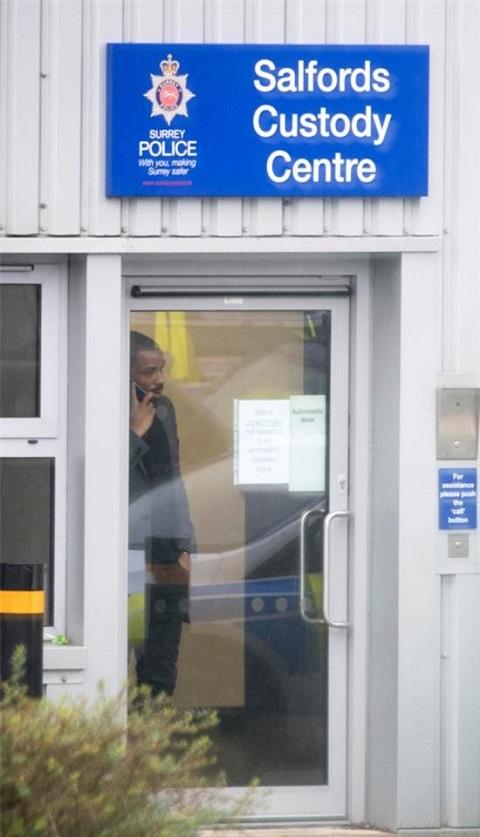 Cầu thủ Puncheon bị giữ ở đồn cảnh sát