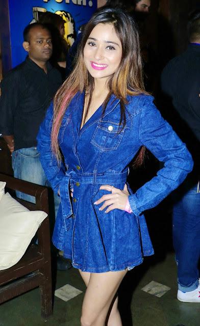 2. Sara Khan