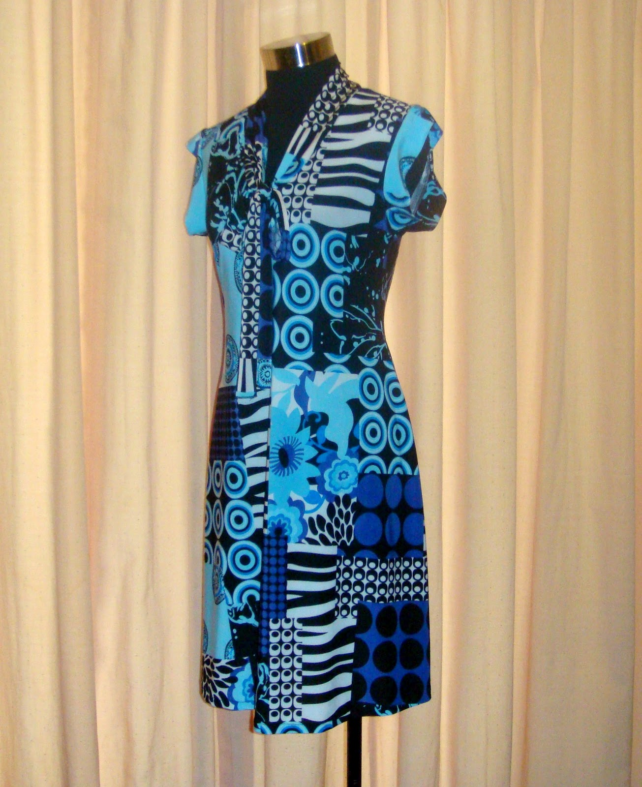 http://velvetribbonsew.blogspot.com/2012/09/bow-tie-dress-in-stretch-jersey_19.html