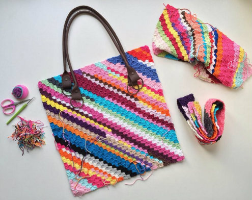 Scrap yarn crochet project, bag by MaRRose CCC | Happy in red