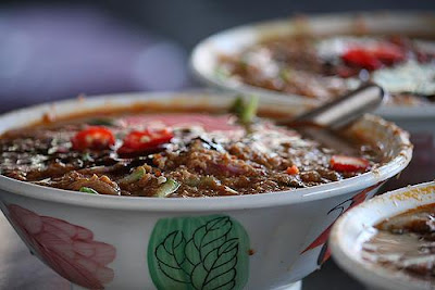 Asam%2BLaksa - 10 Countries Around the World Serving Scrumptious Seafood Dishes