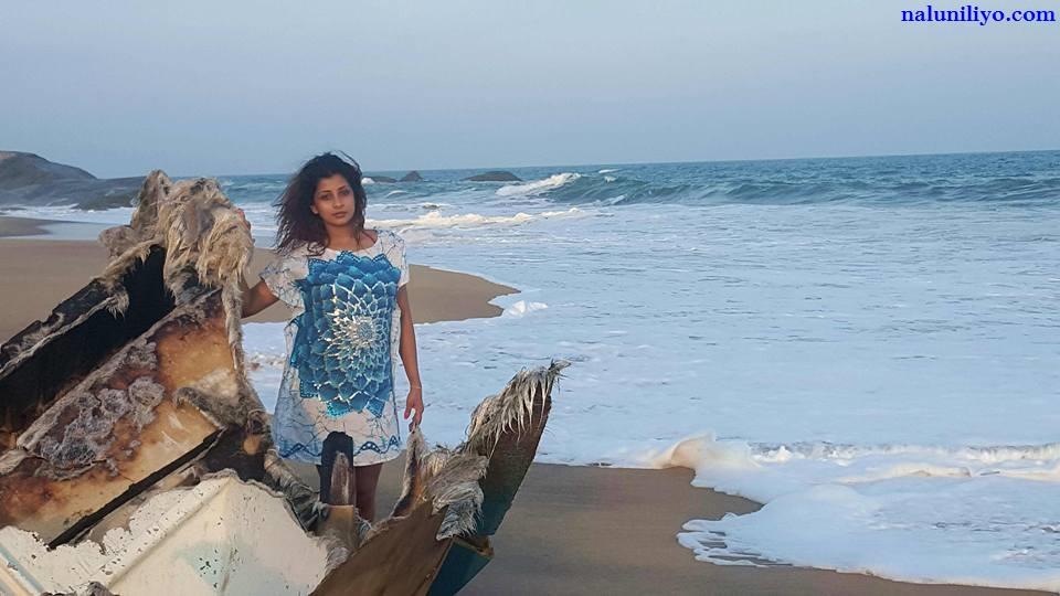 Nadeesha Hemamali beach 2016