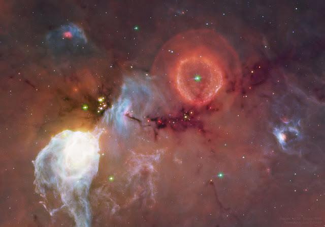 G79.29+0.46 – ngôi sao khổng lồ thải bỏ lớp vỏ khí của mình. Hình ảnh: NASA, Spitzer Space Telescope, WISE; Chỉnh sửa hậu kỳ: Judy Schmidt.