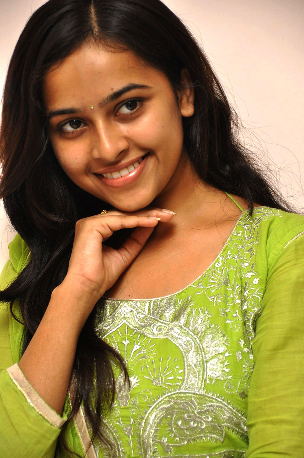 Sri divya latest photos at mallela teeramlo sirimalle puvvuu pm