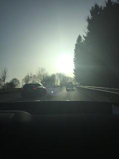 Heimfahrt mit dem Auto und die Sonne lacht
